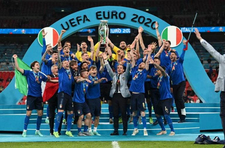 Τρέλα στην Ιταλία: «Η Ευρώπη είμαστε εμείς»!