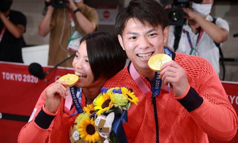 Δύο αδέρφια πήραν χρυσό μετάλλιο με απόσταση λίγης ώρας και έγραψαν ιστορία!